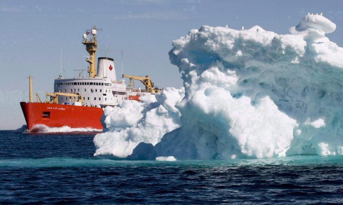 The Canadian Coast Guard icebreaker Louis S. St-Laurent sails past an iceberg in Lancaster Sound, July 11, 2008. (The Canadian Press/Jonathan Hayward)