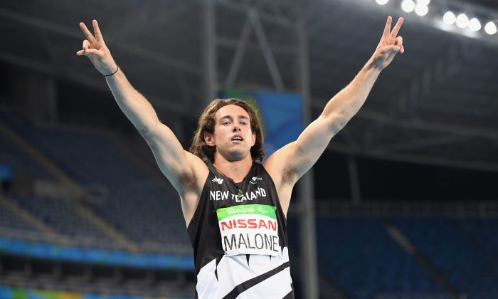 Liam Malone of New Zealand celebrates winning the gold medal in the Men's 200m - T44 of the Rio 2016 Paralympic Games on September 12, 2016 in Rio de Janeiro, Brazil.  (Atsushi Tomura/Getty Images for Tokyo 2020)