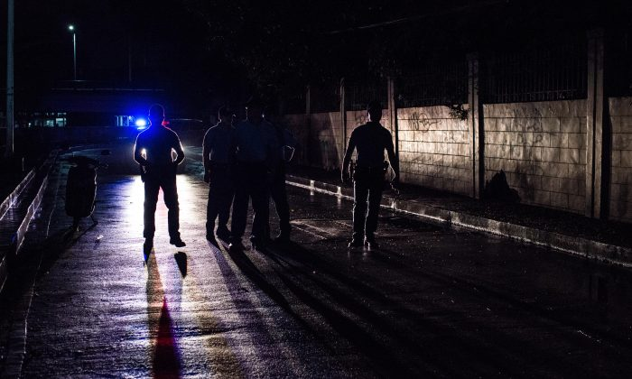 Police cordon off a crime scene during an alleged shootout which killed 2 drug suspects in Manila, Philippines, on Aug. 10, 2016. (Dondi Tawatao/Getty Images)
