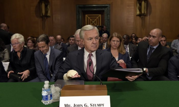 Wells Fargo Chief Executive Officer John Stumpf  prepares to testify on Capitol Hill in Washington before Senate Banking Committee on Sept. 20, 2016.  (AP Photo/Susan Walsh)
