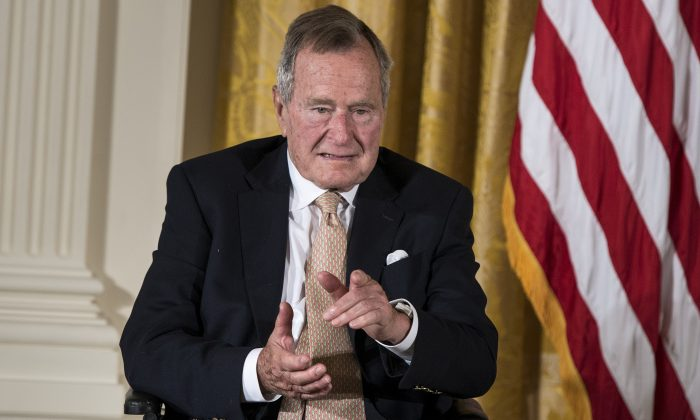 Former US President George H. W. Bush  during an event in the East Room of the White House on July 15, 2013. (BRENDAN SMIALOWSKI/AFP/Getty Images)