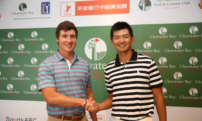 Hong Kong pro Jason Hak Shun-yat (R) and American pro Charlie Saxon at the Clearwater Bay Open media day on Sept 20, 2016. (Kelvin Luk Yiu-ming)