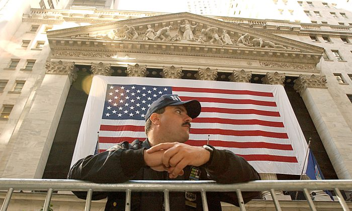 A New York Police Officer stands guard in front of the New York Stock Exchange on October 11, 2001 in New York, NY on the one month anniversary of the al-Qaeda attacks on the World Trade Center in New York and the Pentagon in Washington D.C. (Photo By Justin Sullivan/Getty Images)v