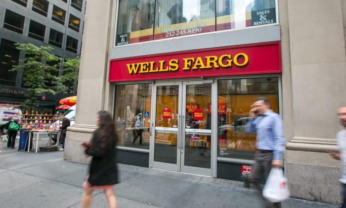 A branch of the Wells Fargo bank in Midtown Manhattan, New York City, on Sept. 20, 2016. (Benjamin Chasteen/Epoch Times)