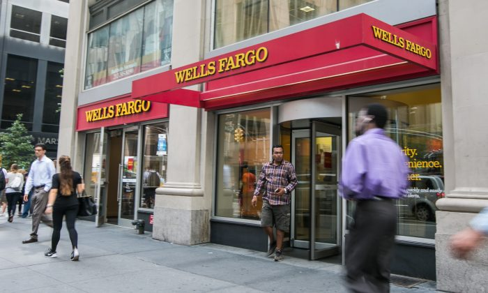 Thanksgiving is Thursday. Banks like Wells Fargo, Chase, Citibank, Bank of America, TD Bank, and HSBC are closed. They open Black Friday; hours are normal. (Benjamin Chasteen/Epoch Times)