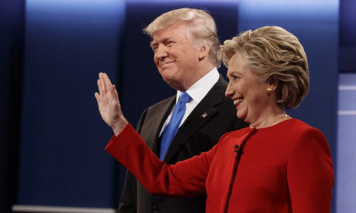 Republican presidential candidate Donald Trump (L) and Democratic presidential candidate Hillary Clinton before the first presidential debate at Hofstra University in Hempstead, New York, on Sept. 26, 2016. (AP Photo/ Evan Vucci)