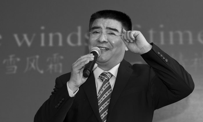 Chinese recycling tycoon  Chen Guangbiao sings karaoke in a hotel near Central Park, New York City, on June 7, 2014. On Sept. 20, 2016, mainland Chinese financial magazine Caixin outed Chen as a fraud, and revealed his ties with high-level Chinese officials. (Samira Bouaou/Epoch Times)