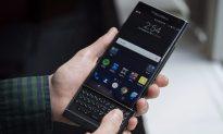 Diehard BlackBerry Fans Bemoan End to Canadian-Made Smartphones