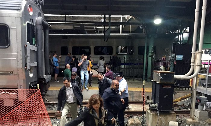 Passengers rush to safety at the Hoboken Terminal in Hoboken, NJ., on Sept.29, 2016. (Pancho Bernasconi/Getty Images)