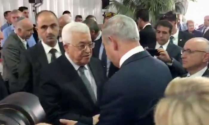 Palestinian President Mahmoud Abbas (L) shaking hands with Israeli Prime Minister Benjamin Netanyahu (R) at the funeral for former President Shimon Peres in Jerusalem on Sept. 30, 2016. (Israel Prime Minister's office via AP)