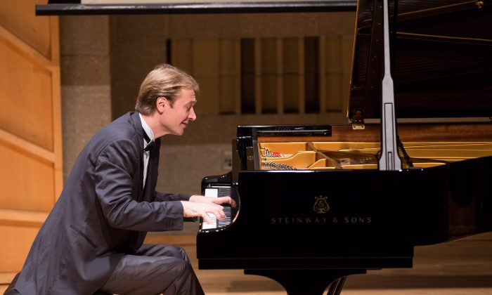 Dmitri Levkovich performs during the finals of the 2016 NTD International Piano Competition in New York on Oct. 2, 2016. (Larry Dai/NTD Television)