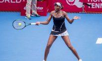 Venus Wows the Hong Kong Crowd