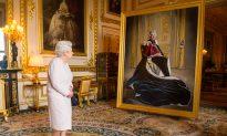 Report: Queen Elizabeth II Slated to 'Invite Donald Trump to Britain'