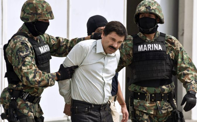 Mexican drug trafficker Joaquin Guzman Loera aka 'el Chapo Guzman' (C), is escorted by marines as he is presented to the press on February 22, 2014 in Mexico City. (RONALDO SCHEMIDT/AFP/Getty Images)