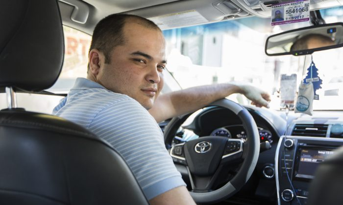 A full-time Uber driver in Manhattan, New York, on Aug. 22, 2016. (Samira Bouaou/Epoch Times)