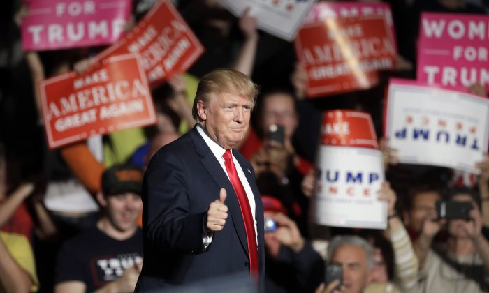 Republican presidential candidate Donald Trump acknowledges the crowd before speaking at the Macomb Community College, Monday, Oct. 31, 2016, in Warren, Mich. (AP Photo/Carlos Osorio)