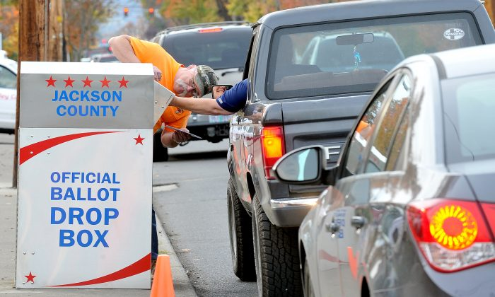 Voters drop off ballots by foot and by vehicle at a box outside election headquarters in Medford, Ore., on Nov. 7, 2016. (Denise Baratta/The Medford Mail Tribune via AP)