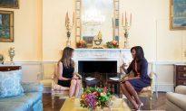 Melania Trump, Michelle Obama Meet in the White House