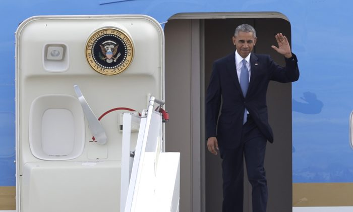 U.S. President Barack Obama arrives at the Athens International Airport Eleftherios Venizelos on Tuesday, Nov. 15, 2016. President Barack Obama arrived in Greece Monday morning on the first stop of his final foreign tour as president, the first visit to Greece by a sitting U.S. president since Bill Clinton in 1999 trip. (AP Photo/Thanassis Stavrakis)