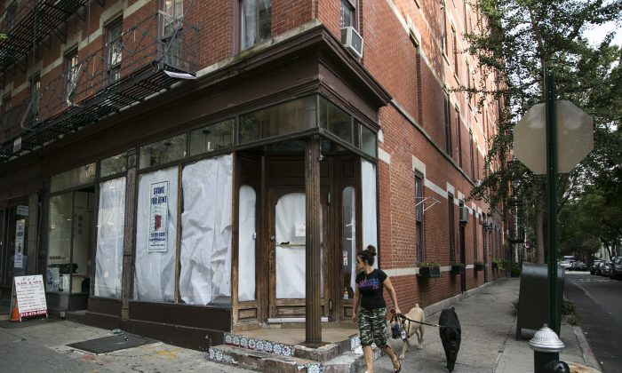 An empty storefront at 122 Christopher Street in the West Village, New York, on Sept. 20, 2016. (Samira Bouaou/Epoch Times)