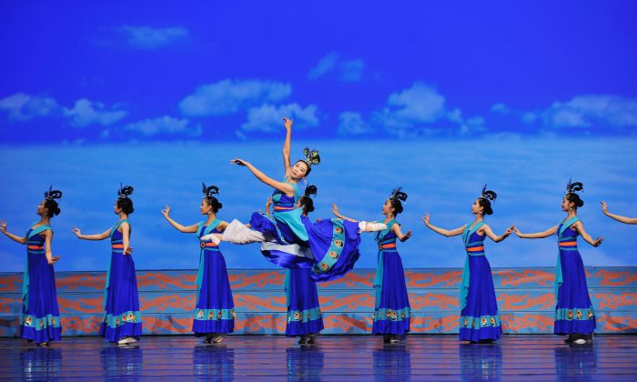 Female Shen Yun dancers perform a classical Chinese dance. (Courtesy of Shen Yun Performing Arts)