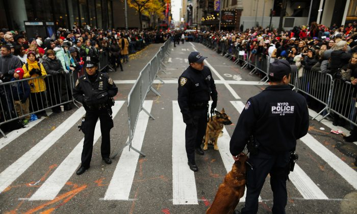 NYPD officers stand guard as people watch the 90th Macy's Annual Thanksgiving Day Parade in New York City on Nov. 24, 2016.  (Eduardo Munoz Alvarez/Getty Images)