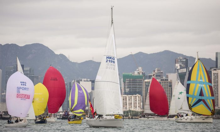 Boats set off from the Royal Hong Hong start line in Victoria Harbour on their 26Nm journey around Hong Kong Island on Sunday Nov 27, 2016. (RHKYC / Isaac Lawrence)