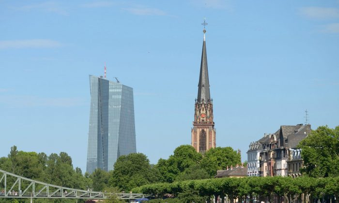 The old and the new in Frankfurt: The European Central Bank and the Dreikönigskirche (Three Kings' Church). (Frankfurt Tourist+Congress Board)