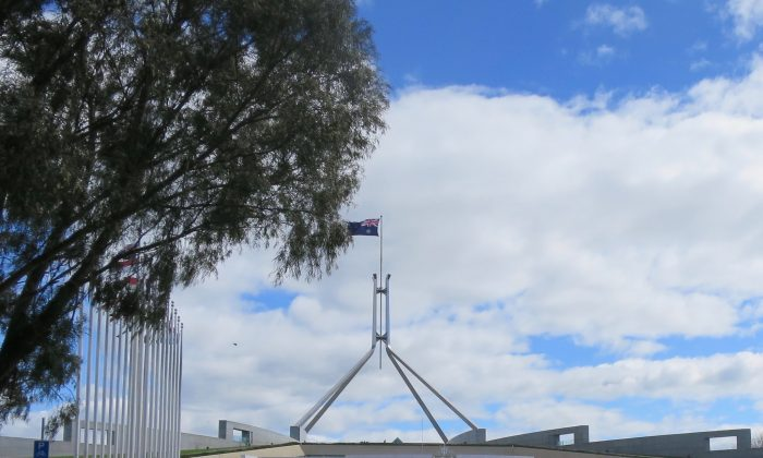 Falun Gong practitioners rally outside Parliament House Canberra in October 2016. (Epoch Times)