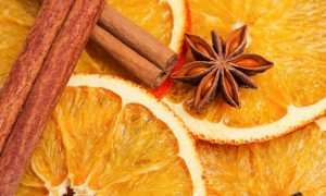 9 Natural Ways to Make Your Home Smell Amazing This Holiday Season