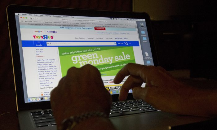 An online shopper searches different sites on Dec. 12, 2016. (AP Photo/Wilfredo Lee)