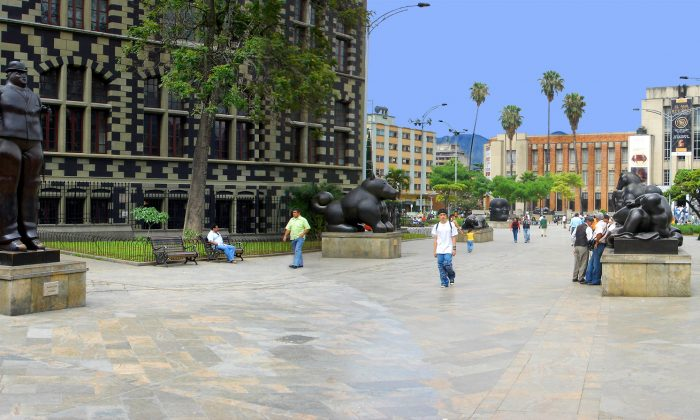 Plaza Botero in Medellín, dotted with sculptures by Fernando Botero, with the Museum of Antioquia in the background. (Scabredon/Wikimedia Commons)