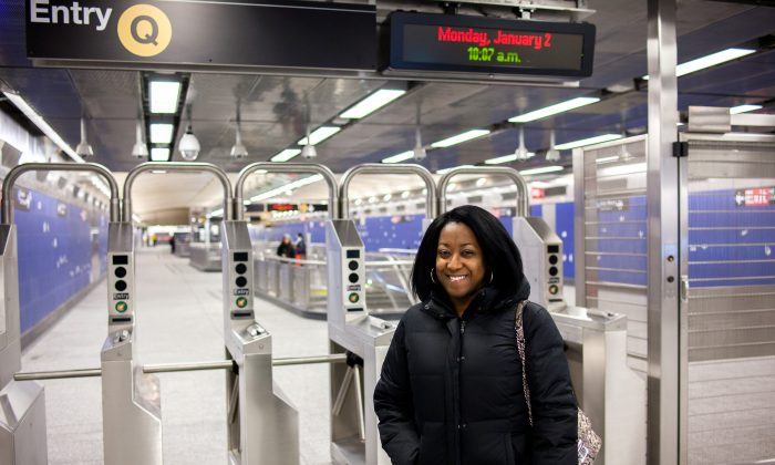 Xenia Murray at the 96th St. and 2nd Ave. subway stop in Manhattan, New York, on Jan. 2, 2017. (Petr Svab/Epoch Times)