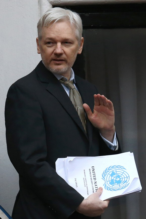 LONDON, ENGLAND - FEBRUARY 05:  Wikileaks founder Julian Assange waves as he returns inside after speaking from the balcony of the Ecuadorian embassy where he continues to seek asylum following an extradition request from Sweden in 2012, on February 5, 2016 in London, England. The United Nations Working Group on Arbitrary Detention has insisted that Mr Assange's detention should be brought to an end.  (Photo by Carl Court/Getty Images)