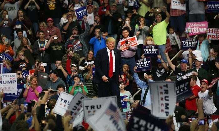 Donald Trump walks onto the stage at a rally in Hershey, PA., on Nov. 4, 2016. (Spencer Platt/Getty Images)
