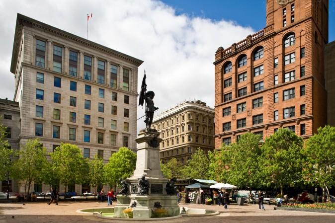 Place d'Armes in downtown Montreal. (Tourisme Montréal, Mario Melillo)