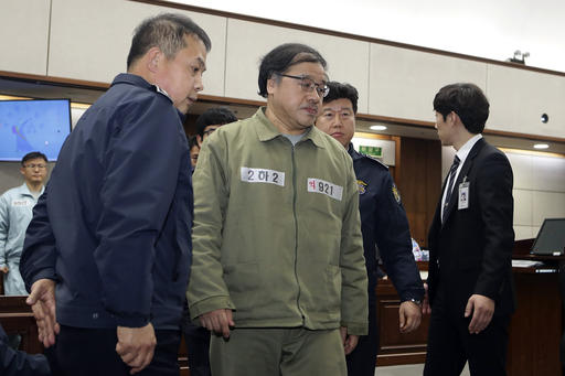 Ahn Jong-beom, Park Geun-hye's former senior secretary for policy coordination, appears for his trial at the Seoul Central District Court in Seoul, on Jan. 5, 2017. (Chung Sung-Jun/Pool Photo via AP)