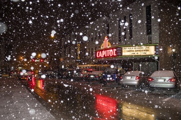 Snow falls in Bowling Green, Ky., on Jan. 5, 2017. (Austin Anthony/Daily News via AP)