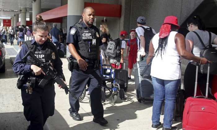 A heavy police presence was at the Ft. Lauderdale-Hollywood International Airport after it re-opened on Jan. 7, 2017. (Mike Stocker /South Florida Sun-Sentinel via AP)