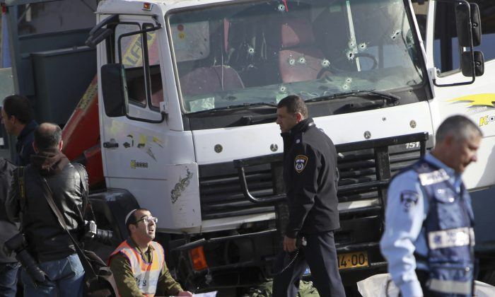 Israeli police investigates the scene of an attack in Jerusalem on Jan. 8, 2017. (AP Photo/Mahmoud Illean)