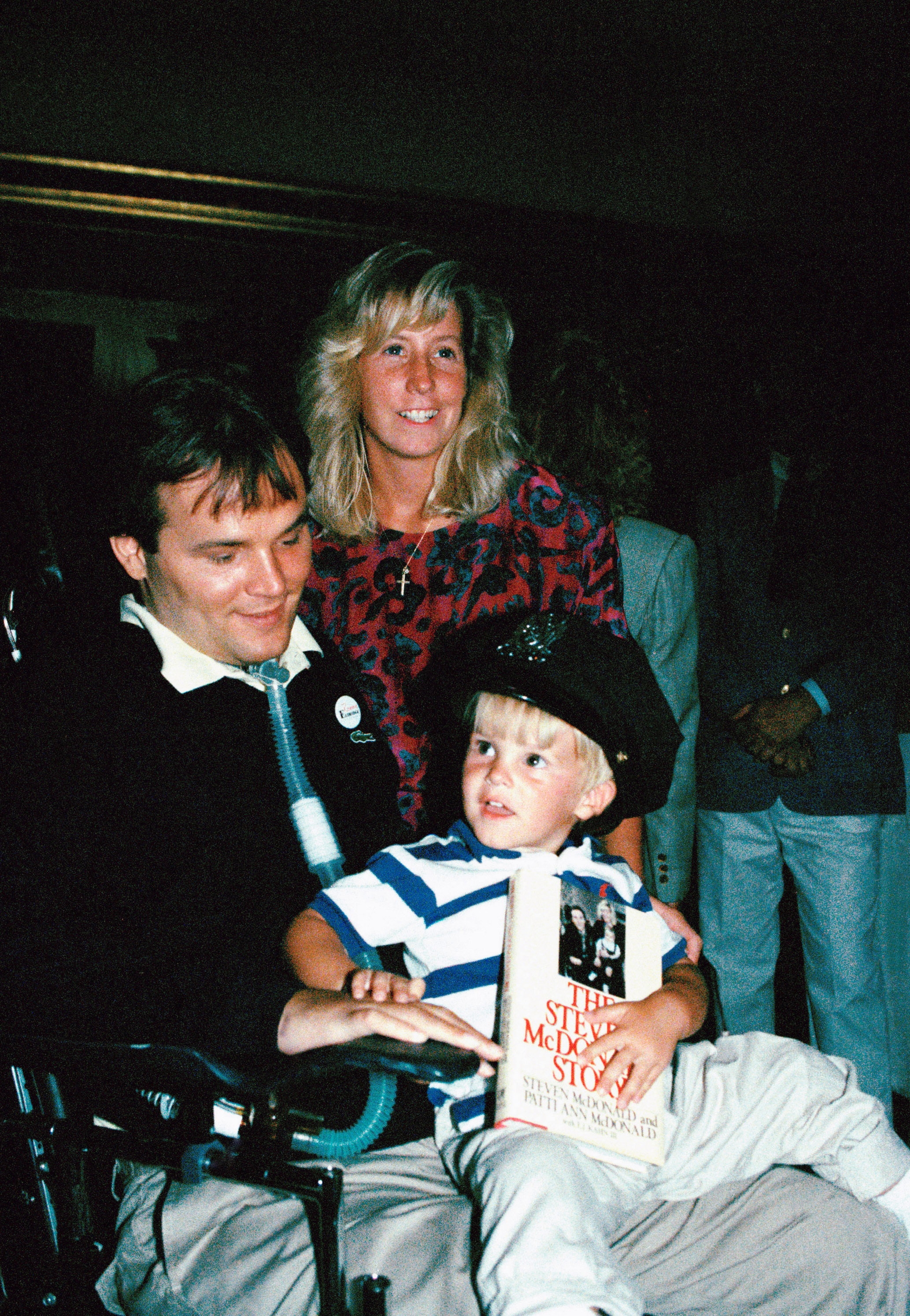 New York police detective Steven McDonald (L) with his wife Patti Ann and his son, Conor, at a party in New York on July 11, 1989. (AP Photo/Susan Ragan, File)