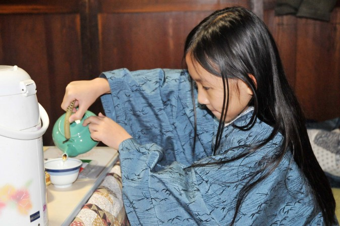 Figure 8 Enjoying a cup of Japanese green tea in the morning (Sun Mingguo/Epoch Times)