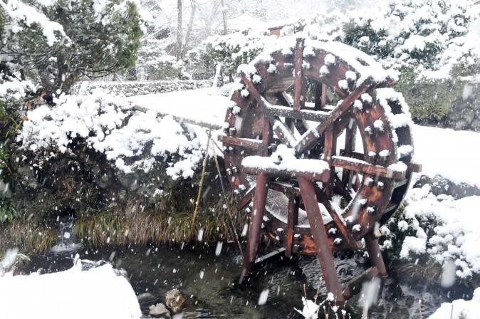 Figure 17 Water wheel outside one of the farmhouses. (Sun Mingguo/Epoch Times)