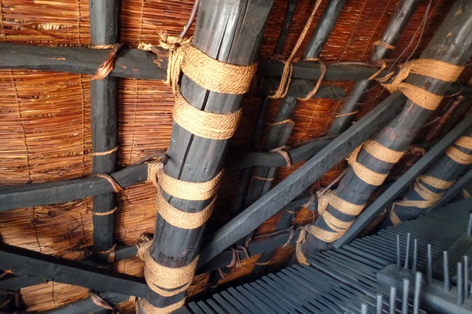 Figure 5 Straw ropes are used to tie the beams. (Miyuki Chua)