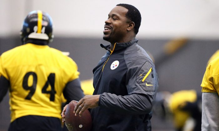 Pittsburgh Steelers assistant coach Joey Porter runs a drill during the NFL football teams' practice in Pittsburgh, in this file photo. (AP Photo/Gene J. Puskar)