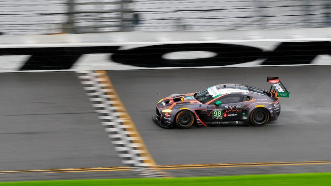 The #98 Aston Martin Racing Vantage trails spray as it negotiates Daytona's banking. (Bill Kent/Epoch Times)