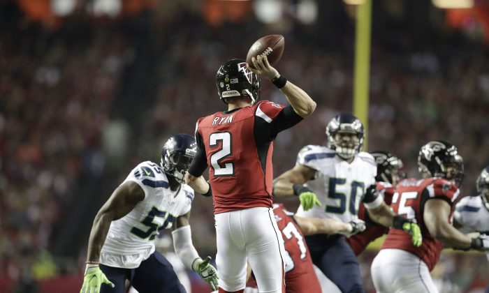 Atlanta Falcons quarterback Matt Ryan (2) works against the Seattle Seahawks during the second half of an NFL football divisional football game, Saturday, Jan. 14, 2017, in Atlanta. (AP Photo/David Goldman)