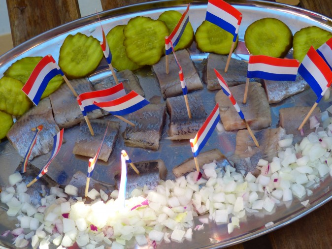 Raw herring with onion and pickles.(Manos Angelakis)