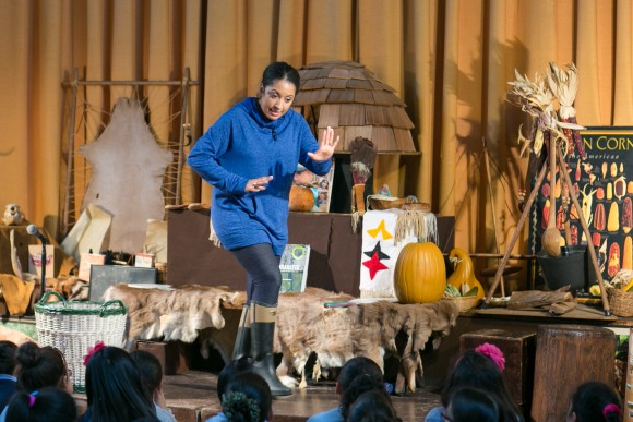 Vida Landron delivers a lesson for young children at the Children's Cultural Center of Native Americans in New York, Jan. 12, 2017. (Benjamin Chasteen/Epoch Times)