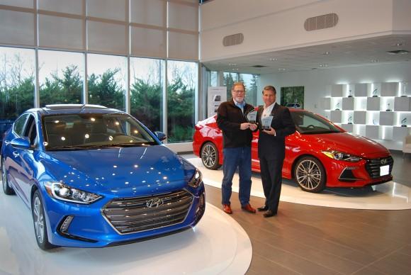 (Right: David Taylor, CCOTY Committee Member, Left: Don Romano, president and CEO, Hyundai Auto Canada Corp.) (David Taylor)
